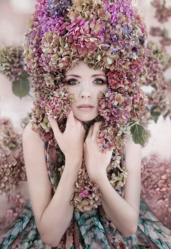 Kirsty Mitchell - 14... - ragazza fata dei fiori con ortensie - girl flower fairy with hydrangeas