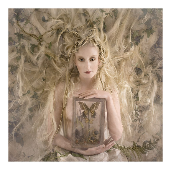 Kirsty Mitchell - 17..... - ragazza bianca con capelli lunghi e farfalla - white girl with long hair and butterfy