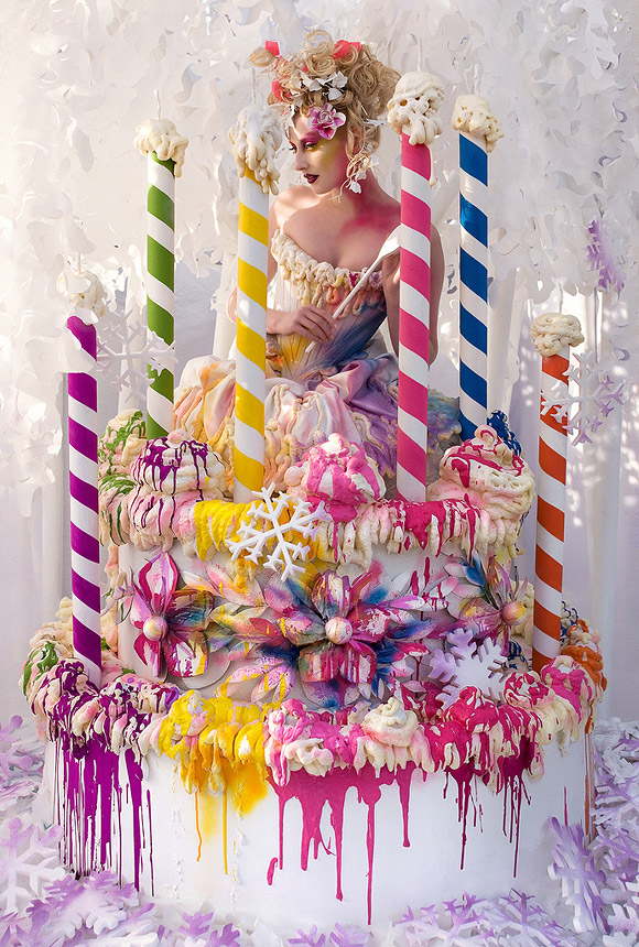 Kirsty Mitchell - 22 ............ - ragazza in una torta bianca con colori intensi - girl in a white cake with bright colors
