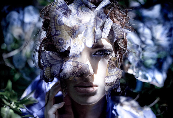 Kirsty Mitchell - 35 ......... - fRagazza con un makeup a farfalla - Girl with a butterfly makeup