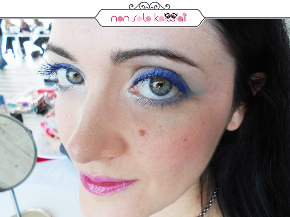 non solo Kawaii - Angela wears mascara Pupa Vamp! Electric Blue, swatch
