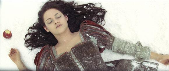 Snow White and the Huntsman, biancaneve e il cacciatore, Kristen Stewart mela avvelenata