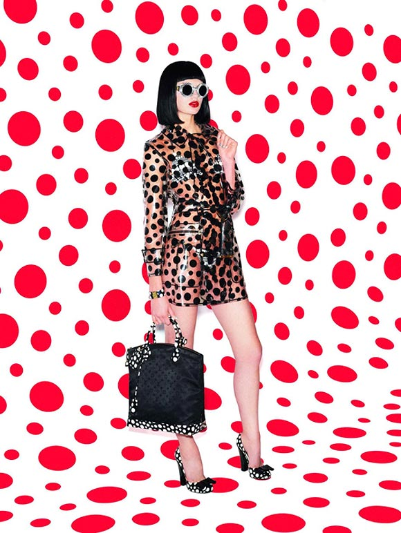 Yayoi Kusama and Louis Vuitton, Capsule Collection 2012, red and black polka dots eyeglases with pochette bag and shoes, occhiali da sole con scarpe e borsa a pois rossi e neri