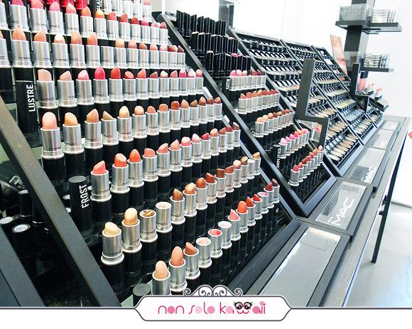 negozio MAC Cosmetics M·A·C Pro Store Milano, lipstick / rossetti