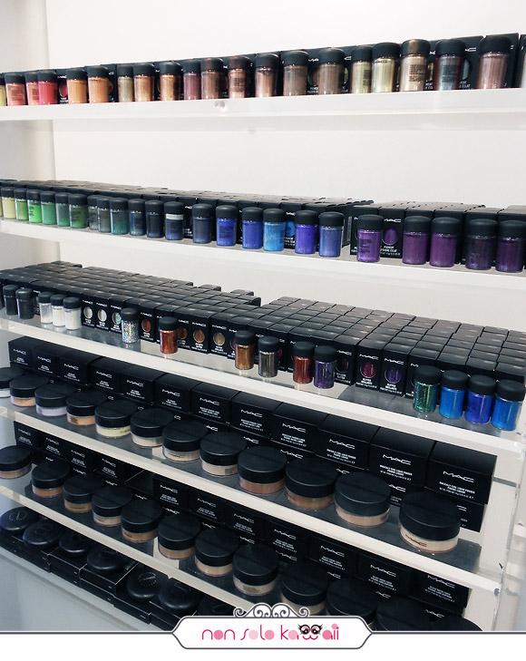 negozio MAC Cosmetics M·A·C Pro Store Milano, pigmenti