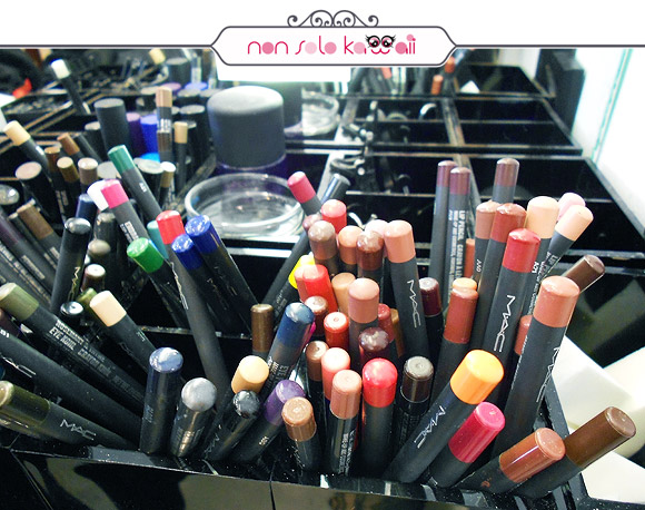 negozio MAC Cosmetics M·A·C Pro Store Milano, matite / lip eyes pencil