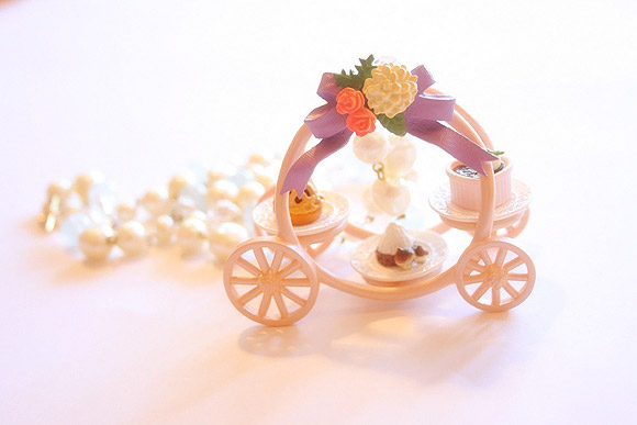 Le Petite Bonbon - Cinderella Carriage with Cake Platters Necklace / Orecchini con Carrozza di Cenerentola e Dolci