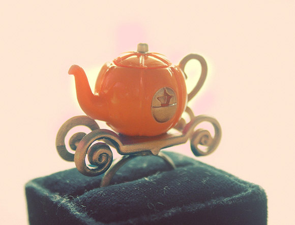 Le Petite Bonbon - Cinderella's Pumpkin Carriage Tea Pot Ring / Anello con Carrozza di Zucca Teiera di Cenerentola