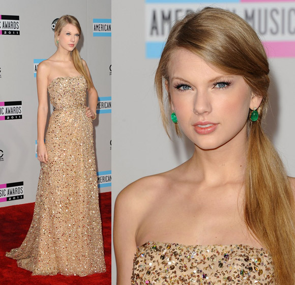 Taylor Swift at Taylor Swift at American Music Awards of 2011