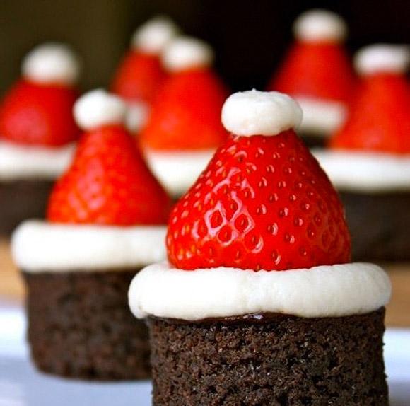 Mini Brownie a forma di Cappelli di Babbo Natale - Santa Hat Brownie Bites