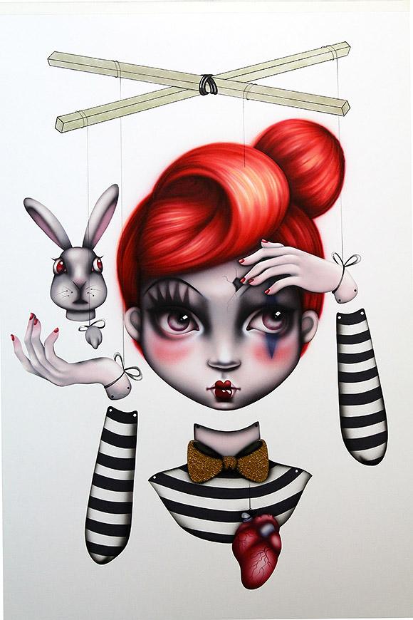 Sara Sanz - Miss Balance   Lápiz, Papel o Tijera - Plastic Murs